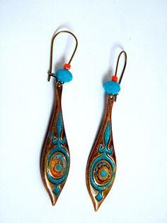 Boucles d'oreilles dormeuses, métal cuivré, perles verre, peint à la main, cuivré, bleu, doré,pièce unique : Boucles d'oreille par francesca