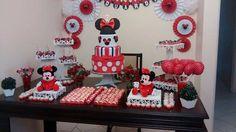 Festinha da Minnie, tema clássico que agrada várias faixas etárias da garotada. Ficou linda essa festa!  Produtos usados nesse decor: Porta-Bolo: http://www.runnalaser.com.br/porta-bolo Bandejas: http://www.runnalaser.com.br/bandeja Porta-doces Árvore: http://www.runnalaser.com.br/arvore-porta-cupcakes  #mdf #decoração #festa #diy