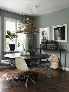 ▷ 1001 + ideas how to integrate verdigris paint into your interior - living room decor with gray walls and white ceiling with dark floor, dining room furniture with rou - Green Dining Room, Dining Room Walls, Dining Room Design, Dining Room Furniture, Office Furniture, Kitchen Design, Furniture Design, Sage Green Walls, Grey Walls