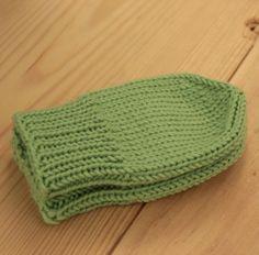 Rukavičky novorozenecké Pletenérukavičkypro miminka. Pletené na ponožkových jehlicích, beze švů, které by miminko někde mohly tlačit. Lem je pletený pružným vzorem, zbytek pak žerzejem. Materiál: nová a nepáraná příze českého výrobce Vlnap Nejdek, 50% vlna merino, 50% akryl Velikost: 0-3 měsíce  Doporučená údržba: viz můj profil
