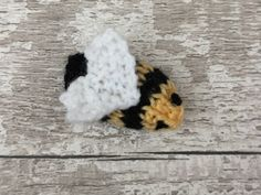 This free knitting pattern is quick and easy to knit and stitch up. They're also a great way to use up the odd little bits of yarn you have lying around. Knitted Doll Patterns, Easy Knitting Patterns, Knitted Dolls, Free Knitting, Small Knitting Projects, Bee Free, Yarn Bee, Knit Basket, Hobbies And Crafts