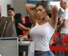 Hysterical Photos Taken At The Airport - You'll Cry Laughing
