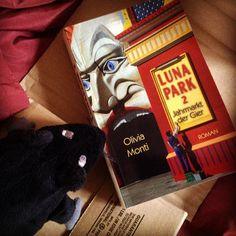 """Unsere Bücherratte konnte nicht warten, hat den Postboten bestürmt und das Buchpaket ausgepackt. Jetzt sind wir gespannt auf den zweitens Teil von """"Luna Park"""", einem fantastischen Jugendbuch von Olivia Monti. #allage #allagefantasy #jugendbuch #tuesday #tuesdayreads #tuesdaytip #dienstagsbuch #currentlyreading #lesen #bücherratte #bücherregal #buchtipp #rezensionsexemplar #rezension #lesen #fantasy"""