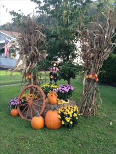 10 Fall Garden Decorating Ideas, Amazing and also Attractive 10 Herbst Garten Deko-Ideen, toll und a Outside Fall Decorations, Fruits Decoration, Fall Yard Decor, Decoration Plante, Fall Home Decor, Autumn Home, Fall Festival Decorations, Garden Decorations, Outdoor Fall Decorations