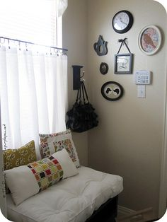 This picture frame grouping is so pretty.  Well, this whole mud room is.