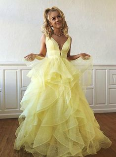 Shop long prom dresses and formal gowns for prom 2019 at Kemedress. Prom ball gowns, long evening dresses, mermaid prom dresses, long dresses for prom,body type & fashion sense. Check out selection and find the prom dress of your dreams! V Neck Prom Dresses, Prom Dresses For Teens, Dresses Short, Sweet 16 Dresses, Tulle Prom Dress, Grad Dresses, Event Dresses, Formal Dresses, Party Dresses