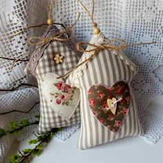 Country jarní domečky I. / Zboží prodejce Betty HOME Fabric Crafts, Sewing Crafts, Sewing Projects, Craft Projects, Crafts To Make, Arts And Crafts, Diy Crafts, Christmas Sewing, Christmas Crafts