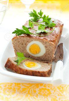 Gebakken Gehaktbrood Met Gekookte Eieren Voor Pasen Royalty-Vrije Foto, Plaatjes, Beelden En Stock Fotografie. Image 8753099.
