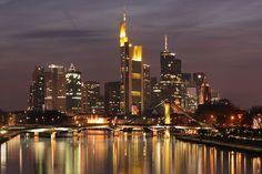 Tierisch schöne Abendstimmung - Urlaub mit Hund (c) AK Tourismus Frankfurt Rhein-Main  Urlaub mit Hund in Deutschland - Frankfurt am Main   #urlaubmithund #urlaubmitkatze #haustiere #hunde #dogs #ferienmithund #hotelsmithund
