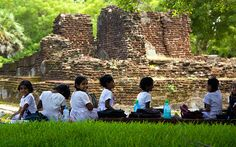 School children at Polonnaruwa, Sri Lanka Sri Lanka, Stuff To Do, Things To Do, Tour Operator, Travel Abroad, Maldives, Places To See, Traveling By Yourself, Dolores Park