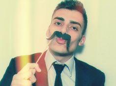 Alex Cursino, moustache.