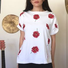 2e80e5cdc29bc Lil red and white flower tee 🌹 No flaws Great on S M L