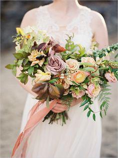 fall wedding bouquet | nature inspired wedding | leafy bouquet | #weddingchicks