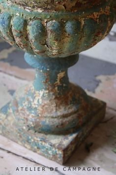 Via Sue Russel   (via Pin by greywren on urns & garden items | Pinterest)