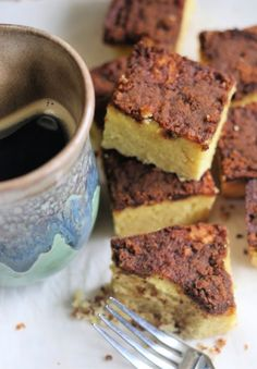 This coconut flour coffee cake is a lovely soft sponge cake topped with a cinnamon-sugar streusel. It tastes best served with a cup of good coffee! Coconut Flour Desserts, Recipes Using Coconut Flour, Coconut Recipes, Fruit Recipes, Cake Recipes, Crumb Coffee Cakes, Cinnamon Cake, Healthy Desserts, Keto Snacks