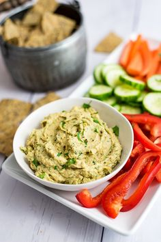 This creamy roasted cauliflower hummus is the perfect snack. It's easy to make, This hummus is vegan, paleo, and grain free! Fancy Dinner Recipes, Healthy Dinner Recipes, Healthy Snacks, Healthy Eating, Healthy Hummus, Healthy Appetizers, Vegan Dinners, Bean Recipes, Paleo Recipes