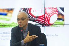 SAO PAULO, SP, BRASIL, 02-08-2012: O arquiteto Anibal Coutinho fala em entrevista coletiva a respeito da iluminacao do estadio Itaquerao. (Foto: Julia Chequer/Folhapress) *** EXCLUSIVO AGORA *** EMBARGADA PARA VEICULOS ONLINE *** UOL E FOLHA.COM CONSULTAR FOTOGRAFIA DO AGORA *** FOLHAPRESS CONSULTAR FOTOGRAFIA AGORA *** FONES 3224 2169 * 3224 3342 ***