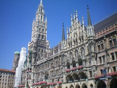 Munich Rathaus! Coolest courthouse I'll ever see, I'm sure!