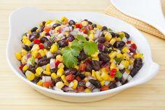 Salada de feijão preto | 15 receitas deliciosas e saudáveis que farão sua vida melhor nesta semana