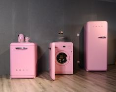 This pink refrigerator, washing machine and dishwasher set will be a favourite for homes Pink Kitchen Appliances, Smeg Kitchen, Home Appliances, Italian Home, Décor Boho, Estilo Retro, Pink Houses, Decoration Design, Everything Pink