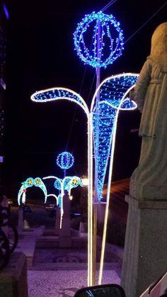 Baby Park, Beautiful Gif, Street Lamp, Light Installation, Outdoor Christmas, Hanging Plants, Light Art, Outdoor Lighting, Xmas