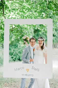 fun photo idea for your wedding #polaroidphotobooth #weddingideas #weddingchicks http://www.weddingchicks.com/2014/04/22/breezy-beautiful-picnic-wedding/