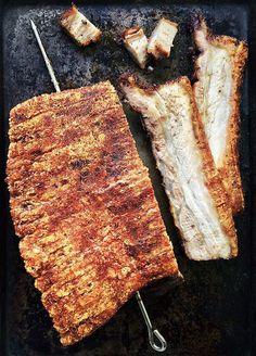 Chinese Crispy Roast Pork Belly (Siu Yuk 烧肉) - Life is Great Pork Belly Bacon Recipe, Pork Belly Recipes, Meat Recipes, Cooking Recipes, Steak Dinner Sides, Pork Recipes For Dinner, Pub Food, Meat Food, Crispy Pork