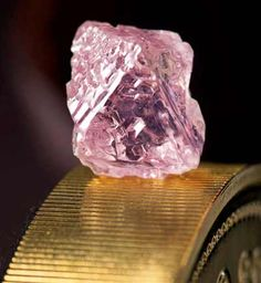 """Huge rare pink diamond found in Australia - Mining giant Rio Tinto said it has unearthed a """"remarkable"""" carat pink diamond in Australia, the largest of the rare and precious stones ever found in the resources-rich nation. Rough Diamond, Diamond Gemstone, Minerals And Gemstones, Rocks And Minerals, Beautiful Rocks, Stunningly Beautiful, Mineral Stone, Rocks And Gems, Stones And Crystals"""