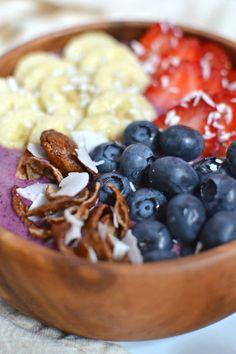 BC Berries Breakfast Bowl (aka the Pacific Northwest faux-acai bowl)   http://www.radiantrachels.com/bc-berries-breakfast-bowl/