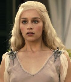 Emilia Clarke nude on the set of Game of Thrones in a sheer seethrough transparent dress braless, a modern classic beauty, star of Game of Thrones, Terminator Genisys, and Me Before You. Beautiful Celebrities, Beautiful Actresses, Beautiful Women, Khaleesi, Daenerys Targaryen, Emilia Clarke Hot, Mother Of Dragons, Classic Beauty, Game Of Thrones