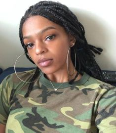 by *Purple_Story*Lauryn Hill's little girl is all grown up. If this face looks familiar, it's because Selah is the spitting image of her mother. Selah Marley, Bob Marley, Black Female Singers, Lauryn Hill, Daughter, Hollywood, Actresses, Portrait, Spitting Image