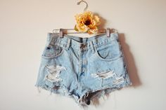 baeck blog : DIY // how to make perfect distressed high-waisted shorts