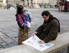 tips on not getting scammed in europe. Woman Begging, Florence, Italy