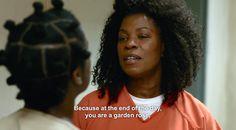 "Orange Is The New Black - Suzanne ""Crazy Eyes"" Warren and Yvonne ""Vee"" Parker Lorraine Toussaint, Emotionally Unstable, Crazy Eyes, Netflix Originals, Orange Is The New Black, Life Pictures, Lesbian, Tv Shows, Actresses"