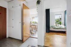 Till salu Voxnegränd 22, 3tr, Bagarmossen, Stockholm – HusmanHagberg din lokala fastighetsmäklare Compact Living, Southern Living, Stockholm, Divider, Room, Furniture, Home Decor, Bedroom, Decoration Home