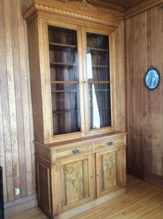Tvs antiques and art on pinterest for Meuble antique kijiji