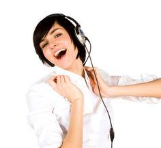 She loves listening to music.    彼女は音楽を聞くのが大好きだ。