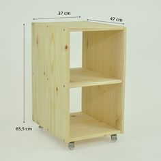 How to make a Pallet Table, learn how to make pallet furniture, you will love it, they are perfect # pallet # mesadepallet # aprendafazermoveisdepallet # movisdepallet You are in the right place about Diy Pallet Furniture, Steel Furniture, Recycled Furniture, Furniture Projects, Furniture Design, Kids Furniture, Bois Diy, Diy Home Accessories, Diy Holz