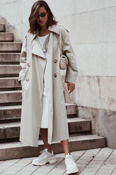34 The Best Trench Coat Outfit Ideas For Spring And Summer – Nederland mode Trench Coat Outfit, Coat Dress, Trench Coats, Tee Dress, Trench Coat Women, Burberry Trench Coat, Popular Outfits, Trendy Outfits, Chic Outfits