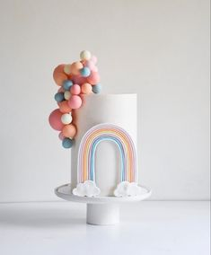 One of the classiest rainbow cake👌🌈 Baby Birthday Cakes, Rainbow Birthday Party, Rainbow Theme, Home Birthday Party Ideas, Cake Rainbow, Birthday Photos, Birthday Gifts, Pretty Cakes, Cute Cakes