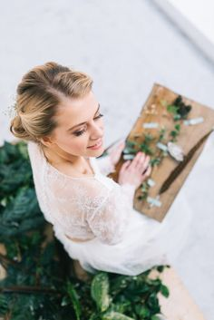 Spring is in the air! Recreate a Natural Springtime Bridal look with Julia Jeckell – Hair and Make Up artist