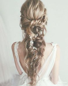 Vintage Wedding Hair Cara Clyne Long Wedding Hairstyles and Wedding Updos Wedding Hairstyles For Medium Hair, Short Hair Updo, Curly Short, Vintage Hairstyles, Messy Hairstyles, Medium Hair Styles, Short Hair Styles, Updo With Headband, Wedding Braids
