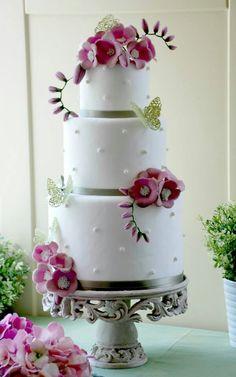 torta con fiori e farfalle