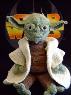 Amigurumi Yoda.... I need to learn how to make this!