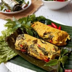 Tofu Pepes or also known as Pepes Tahu is one of favourite homemade dish which you can find at many restaurant in Indonesia. Best Food Gifts, Gourmet Food Gifts, Gourmet Food Store, Cafe Food, Yummy Waffles, Malaysian Cuisine, Indonesian Cuisine, Indonesian Recipes, Best Chicken Recipes