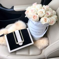 Just the right amount of luxury with the Color-Blocked Shoulder Bag Luxury Flowers, My Flower, Beautiful Flowers, White Flowers, Beautiful Pictures, Rosen Box, Bouquet Box, Inspirational Wall Art, Flower Boxes