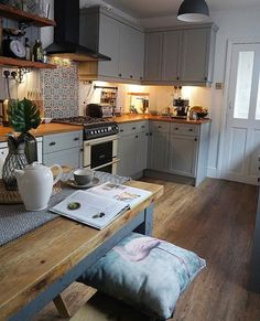This image may contain: kitchen . - Küche/Esszimmer - Home Sweet Home Kitchen Table Bench, Kitchen Dining, Kitchen Cabinets, Rustic Kitchen, Small Kitchen With Table, Small Kitchen Diner, Grey Cupboards, Kitchen Countertops, Home Decor Kitchen