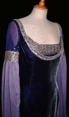 This gown was made to instructions from a client in Washington - it is not considered to be a 'Rossetti' design per se.