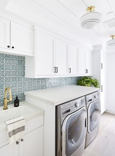 Galley Style Laundry Room with Small White and Blue Mosaic Tiles - Cottage - Laundry Room Zebra Print Wallpaper, Bold Wallpaper, Chinoiserie, Laundry Room Design, Laundry Rooms, Basement Laundry, Laundry Decor, Basement Bathroom, How To Fold Towels