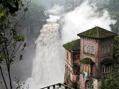 abandoned haunted hotel in San Antonio del Tequendama, Colombia Abandoned Mansions, Abandoned Houses, Abandoned Places, Places To Travel, Places To See, Travel Destinations, Places Around The World, Around The Worlds, Haunted Hotel